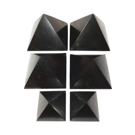 Šungit pyramida velká leštěna 20 x 20 cm